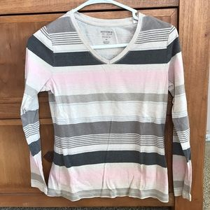 Long sleeve v-neck T-shirt in dusty pink/tan